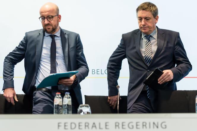 Le premier ministre belge, Charles Michel, et son ministre de l'intérieur, Jan Jambon, lors de leur conférence de presse à Bruxelles, mardi 22 mars.