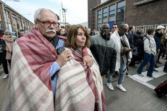 Des voyageurs sont évacués de l'aéroport de Bruxelles-Zaventem, le 22 mars 2016.