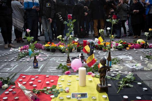 Commémoration pour les victimes des attentats place de la Bourse au centre de Bruxelles, le 22 mars.
