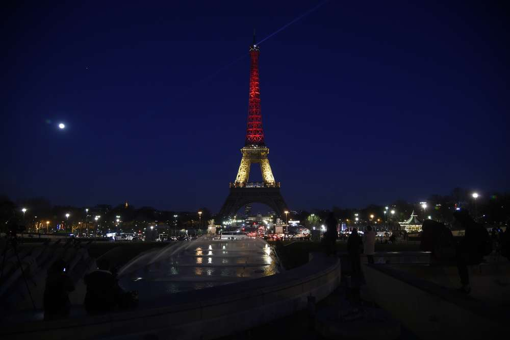 La tour Eiffel, mardi soir.