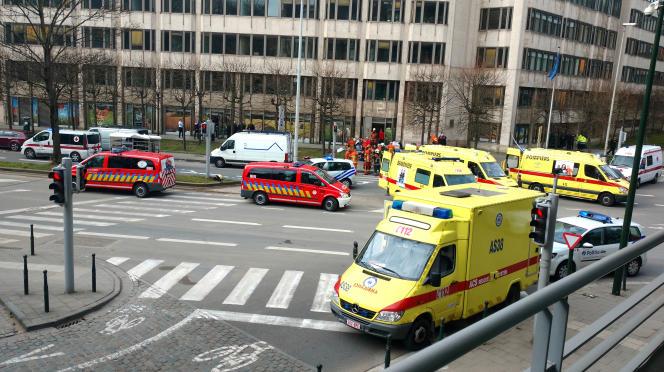 Les ambualances après l'exposion de l'aéroport de Bruxelles, le 22 mars.
