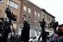 Des journalistes devant la maison où a été arrêté Salah Abdeslam, à Bruxelles le 19 mars 2016.