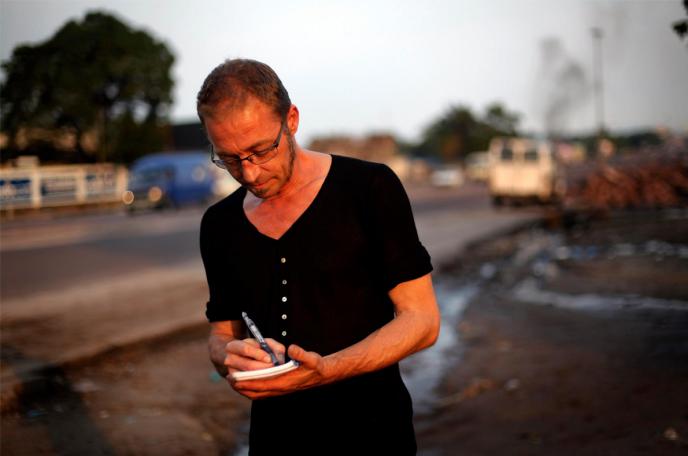 Christophe Châtelot en reportage à Kinshasa, en 2011.
