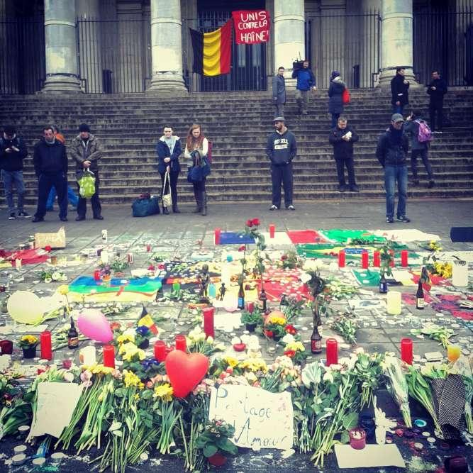 Recueillement, place de la Bourse à Bruxelles, mercredi 23 mars au matin.