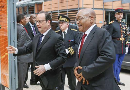 Francois Hollande et le président sud-africain Jacob Zuma arrivent à la conférence sur la sécurité sanitaire internationale à Lyon, mercredi 23 mars 2016. (Robert Pratta/Pool via AP)