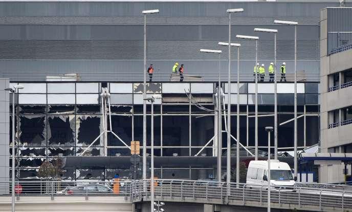 La façade de l'aéroport Zaventem (Bruxelles) a été soufflée par le double attentat-suicide du 22 mars.