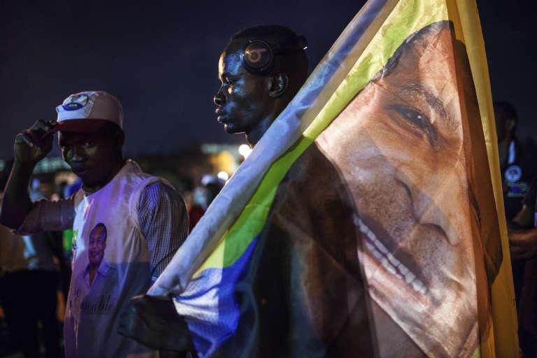Des partisans du président congolais Denis Sassou Nguesso célèbrent la victoire de leur champion dans les rues de Brazzaville, le 22 mars.