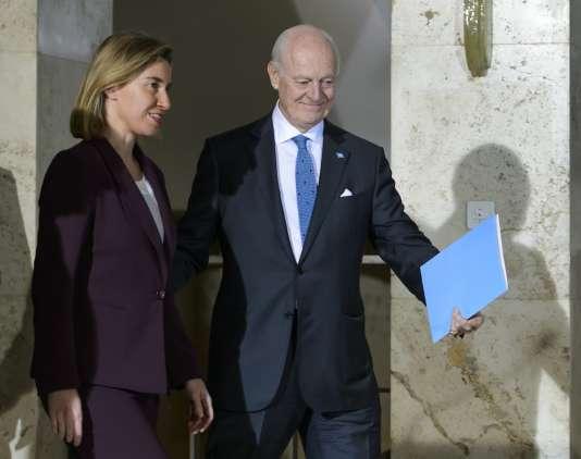 Federica Mogherini, au sortir d'une réunion de négociations pour engager des pourparlers sur le dossier syrien, à l'Office des Nations unies, à Genève, le 23 mars.