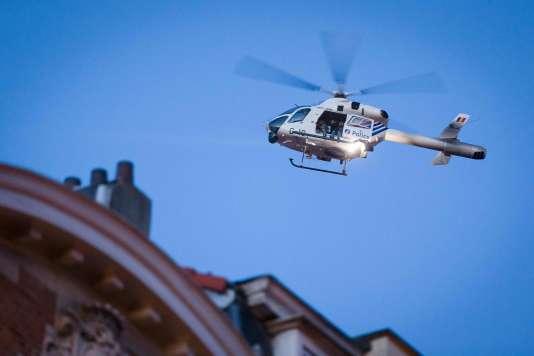 Un hélicoptère de la police belge tourne autour du quartier de Schaerbeek, où des perquisitions ont eu lieu mardi jusqu'à 0h30.