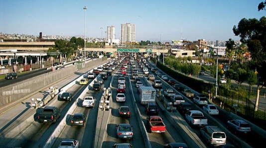 San Ysidro, point de passage le plus fréquenté du monde, unit San Diego (Etats-Unis) et Tijuana (Mexique).
