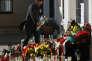 """"""" Il ne s'agit pas d'escalader un peu plus haut l'échelle de l'angoisse"""" (Photo: dépôt de fleurs devant l'ambassade de Belgique à Varsovie, en Pologne, le 23 mars, en hommage aux victimes des attentats)."""