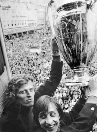 Sous la houlette de Rinus Michels, l'Ajax met au point ce que l'on a appelé le «football total». Cruyff est le symbole de ce style de jeu offensif, basé sur la circulation du ballon et dans lequel les joueurs n'hésitent pas à changer de postes.
