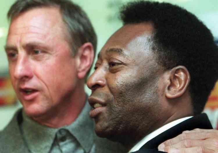 Certains considèrent Johan Cruyff comme le plus grand joueur de l'histoire. Il est en tout cas l'égal des plus grands, comme le Brésilien Pelé. Les deux anciennes gloires se sont rencontrées à deux multiples occasions, notamment à Amsterdam en1999.