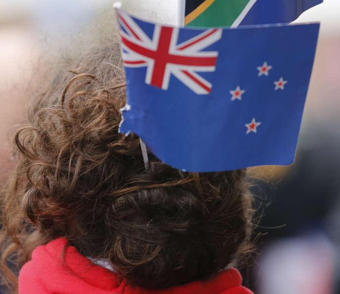 Les partisans du drapeau actuel considéraient qu'en changer serait un manque de respect pour les générations passées qui ont combattu et péri sous la bannière actuelle.