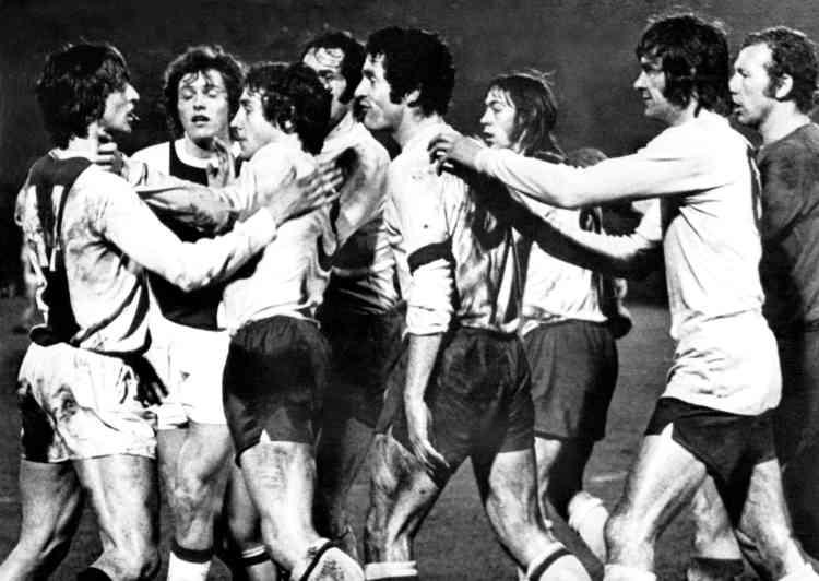 De 1964 à 1973, il gagne 6 Championnats des Pays-Bas, 4Coupes nationales, 3Coupes d'Europe des clubs champions, une Supercoupe d'Europe ainsi qu'une Coupe intercontinentale. Joueur ultra talentueux, il n'hésite pas à faire preuve de caractère, comme ici en quarts de finale de Coupe d'Europe contre Arsenal.