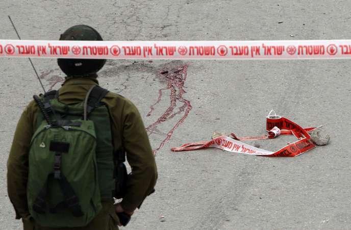 Un soldat israélien est accusé d'avoir abattu un Palestinien blessé et ne présentant pas de menace, le 24 mars 2016 à Hébron, en Cisjordanie.