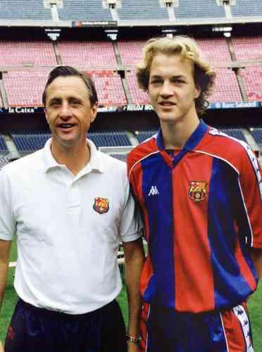 De 1994 à 1996, il dirige même son fils, Jordi. En deux saisons, celui-ci dispute 41 matchs et marque 11 buts. Il quitte le club catalan pour Manchester United l'année où son père prend sa retraite.