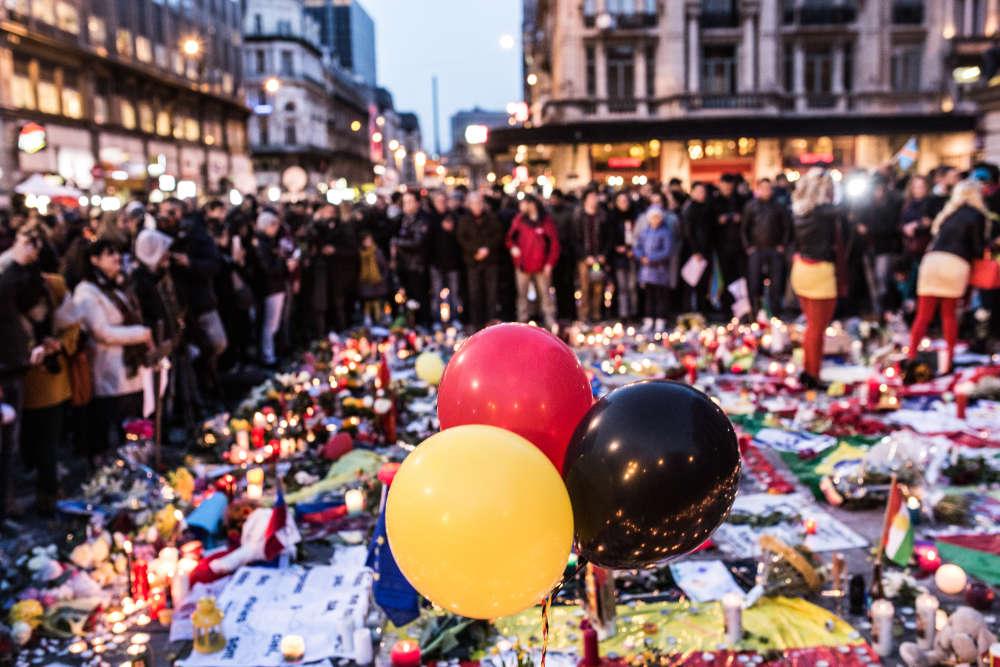 Des centaines de personnes se sont rassemblées, mercredi 23 mars au soir.