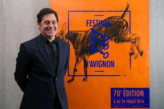 Olivier Py, le directeur du Festival d'Avignon, devant l'affiche de la 70e édition qui se déroulera du 6 au 24 juillet 2016.