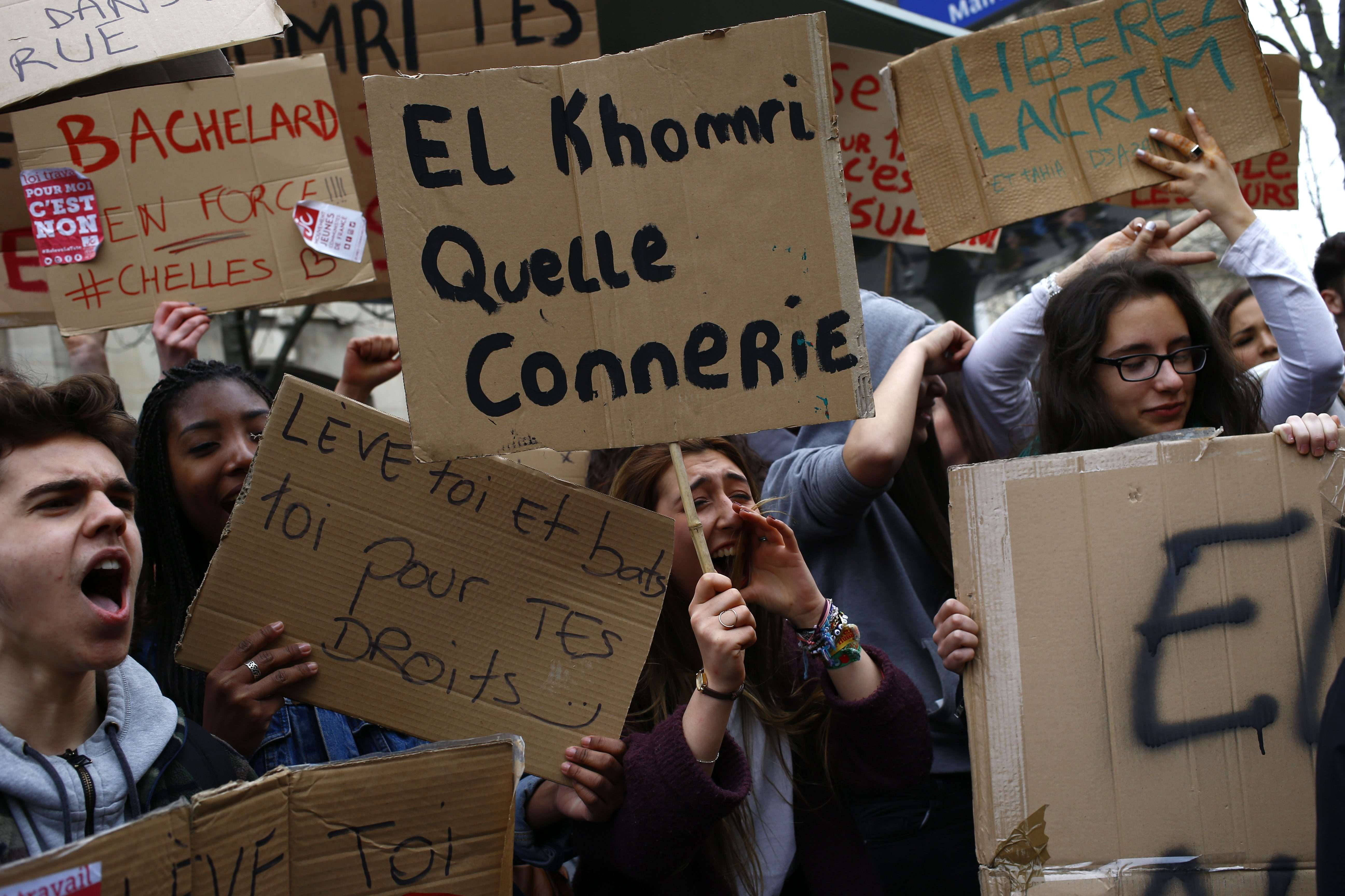 A Nantes (Loire-Atlantique), 6 000 lycéens et étudiants ont manifesté dans le centre-ville, selon la préfecture.