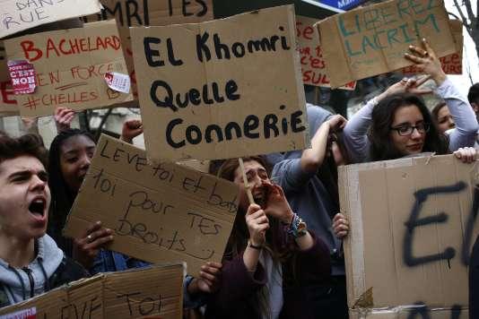 A Paris, le 24 mars.  Au départ de la gare Montparnasse, les lycéens et étudiants vont suivre le parcours jusqu'aux Invalides.