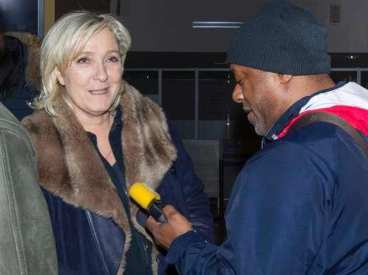 Marine Le Pen à son arrivée à l'aéroport de Saint-Pierre et Miquelon le 23 mars.
