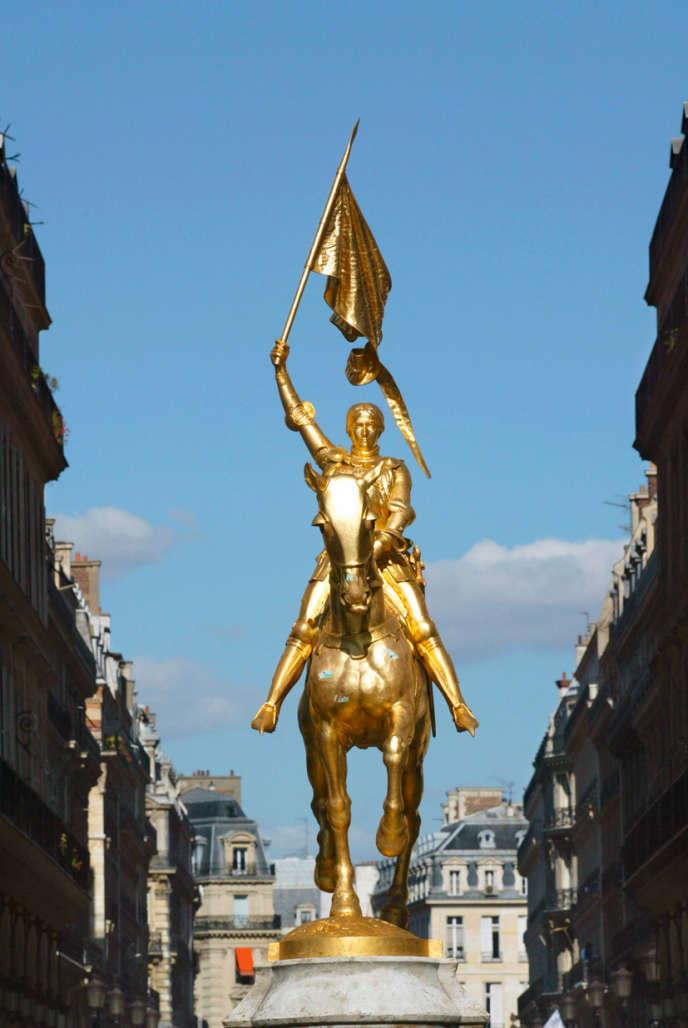 La statue de Jeanne d'Arc, à Paris.
