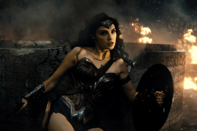 Gal Gadot (Wonder Woman) dans