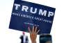 Une pancarte, tenue à bout de bras par une supportrice de Donald Trump, sur laquelle on peut lire une des promesses du milliardaire de rendre à l'Amérique sa grandeur d'antan. Le samedi 19mars à Fountain Hills (Arizona).