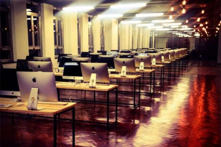 La salle de travail de We Think Code juste avant l'inauguration à Johannesburg en mai 2016.