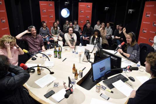 Les élèves participent à l'émission « Si tu écoutes, j'annule tout » présenté par Charline Vanhoenacker.