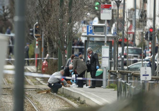 Les enquêteurs collectent des indices à Schaerbeek, le 25 mars.