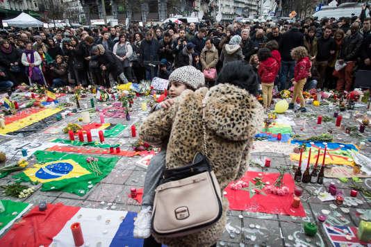 Un rassemblement à Bruxelles, en hommage aux victimes des attentats.