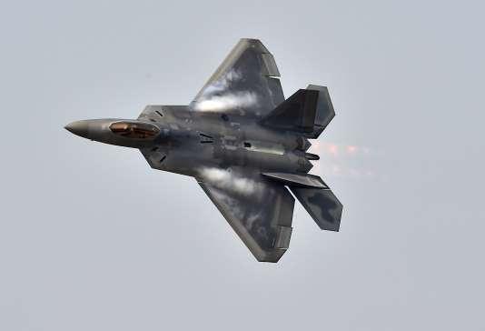L'homme, de nationalité chinoise, aurait cherché à obtenir des documents sensibles sur les chasseurs F-22 et F-35 et sur le transporteur C-17, au profit de «bénéficiaires finaux» non identifiés par le ministère.