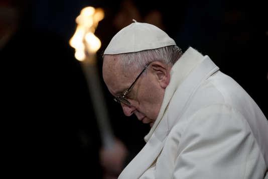 Le pape François lors de la cérémonie du Vendredi Saint, à Rome, le 25 mars 2016.