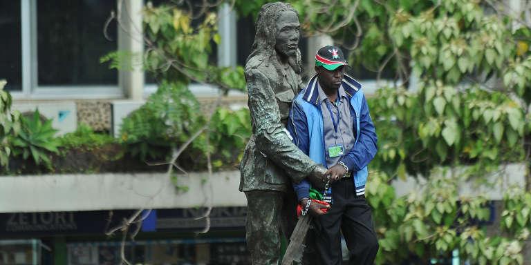 Statue en bronze de Dedan Kimathi, dans le centre-ville de Nairobi.