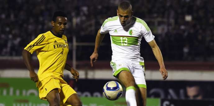 L'Algérien Islam Slimani, à gauche, lors d'un match face à l'Ethiopie, à Blida le 25 mars.