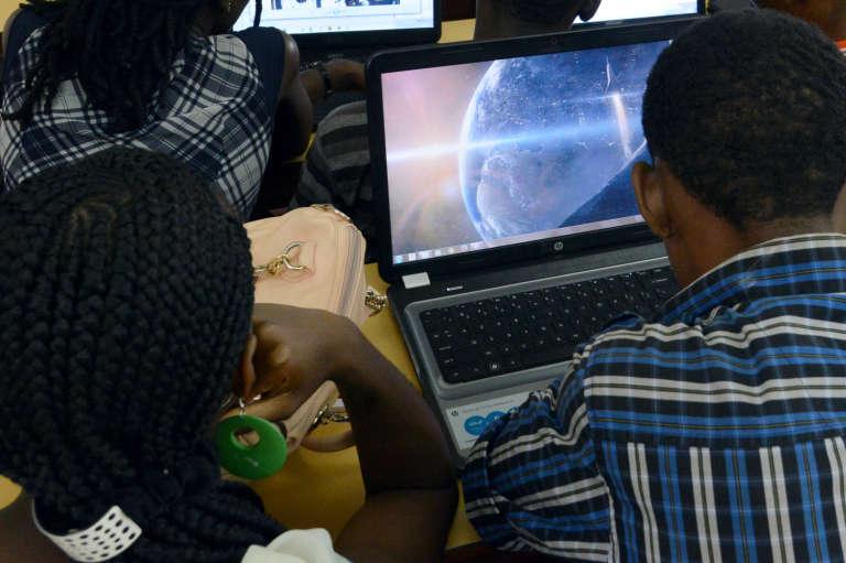 A l'Ecole supérieure africaine des technologies et des communications d'Abidjan en 2015.