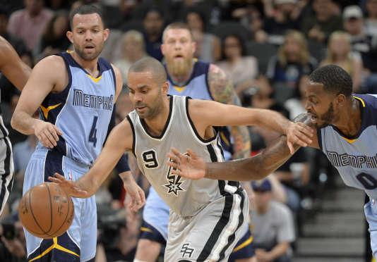 Le joueur de San Antonio Tony Parker a inscrit 14 points lors du match contre les Grizzlies de Memphis, vendredi 25 mars.