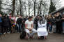 Des élèves de l'athénée royal d'Anderlecht ont mis en scène dans la cour de l'établissement une pièce mettant en scène les aventures d'un apprenti djihadiste, le 25 mars 2016.