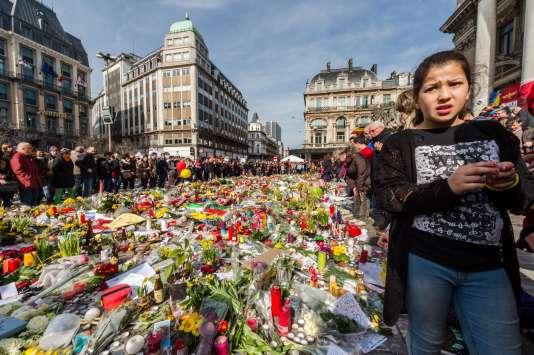 Hommages aux victimes des attentats du 22 mars à Bruxelles, place de la bourse.