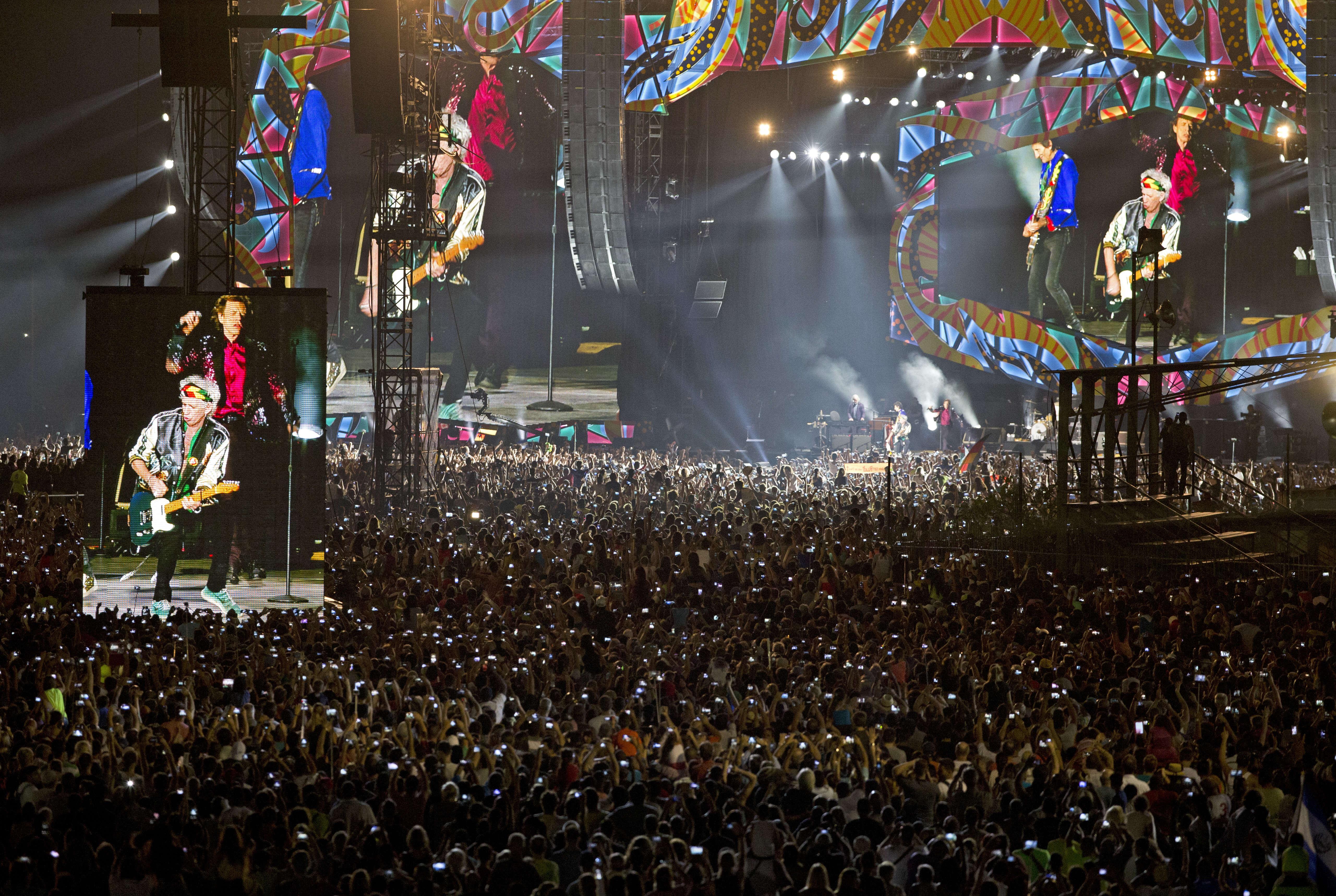 Plus d'un demi-million de personnes sont venues assister, vendredi 25 mars, au concert gratuit des Rolling Stones à La Havane.