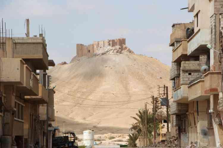 La citadelle qui surplombe le site, vue depuis la ville moderne.