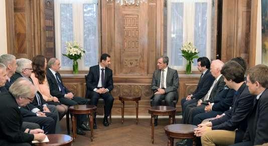 Bachar Al-Assad reçoit la délégation française menée par Thierry Mariani (au centre à droite), le 27 mars, à Damas.