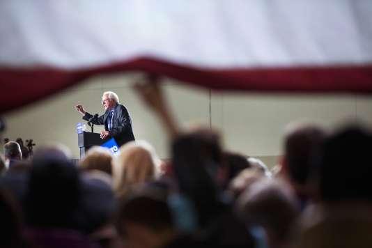 Le sénateur du Vermont Bernie Sanders s'adresse à ses partisans lors d'un meeting à l'Alliant Energy Center, à Madison (Wisconsin), samedi 26 mars.