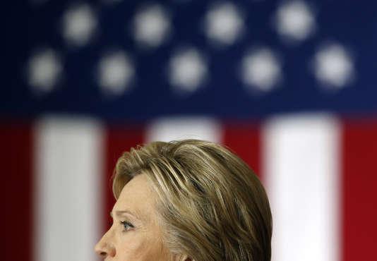 La candidate démocrate Hillary Clinton lors d'un meeting à l'université du Wisconsin, lundi 28 mars 2016.