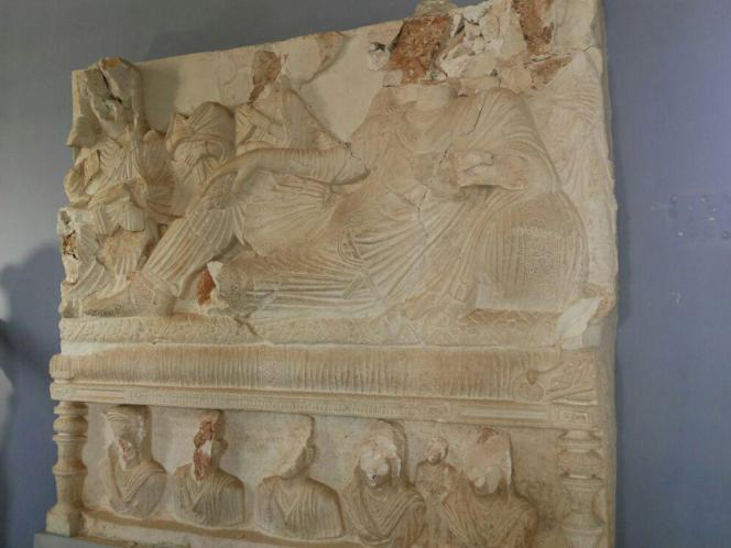 Un bas-relief du musée de la ville historique de Palmyre, après la reconquête de la ville par les forces de Bashar Al-Assad, le 27 mars 2016.