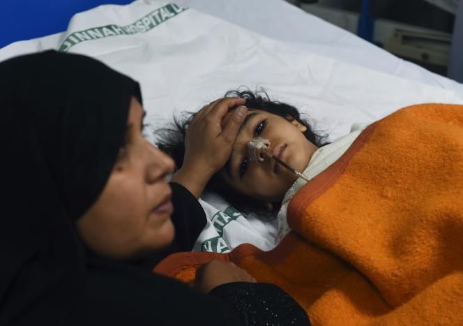 Lundi 28 mars, un enfant victime de l'attentat-suicide commis la veille, hospitalisé à Lahore