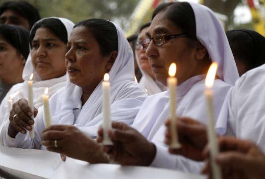 Veillée après l'attentat qui a visé des chrétiens à Lahore, le dimanche 27 mars pour Pâques.