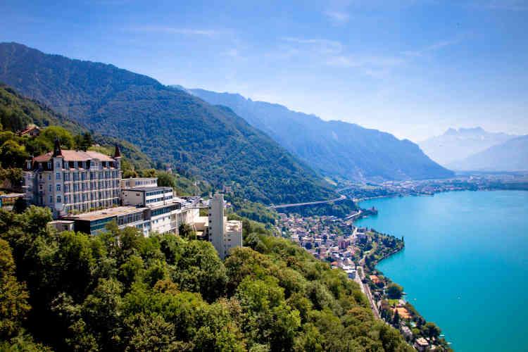 Perché sur les hauteurs de Montreux, l'Institut de hautes études de Glion offre une vue imprenable sur le lac Léman.